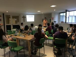 Zum zweiten Mal nun schon haben wir Studenten aus allen Ländern zu Essen und Gesprächen eingeladen.
